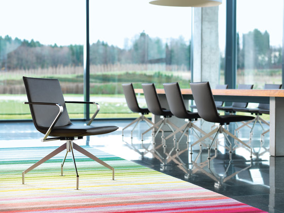 JACK Swivel chair di Girsberger