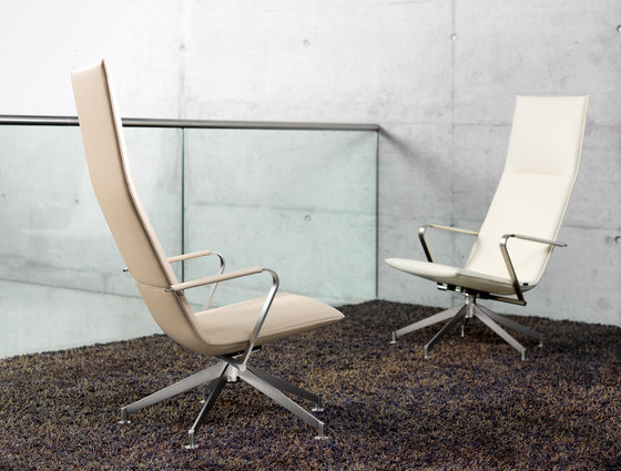JACK Loungechair rotatable by Girsberger
