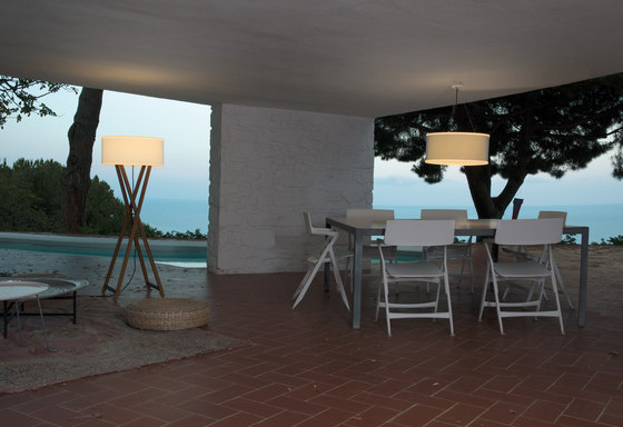 Cala outdoor table lamp di Marset