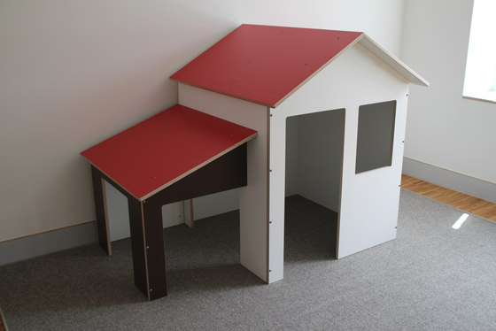 Playhouse with platform  DBF-700 de De Breuyn