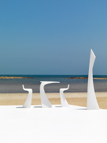 Wing stool by Vondom
