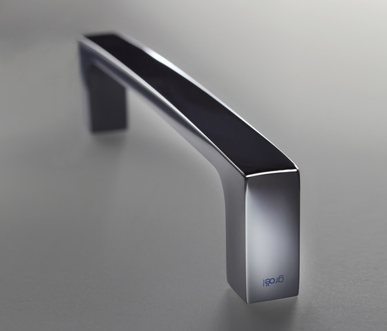 Angolo Pull handle by GROËL