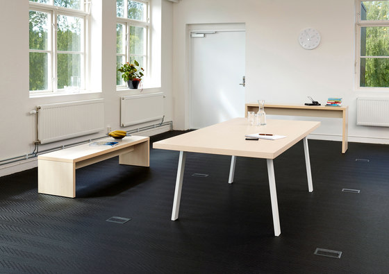 Snitsa XL workstations by SA Möbler