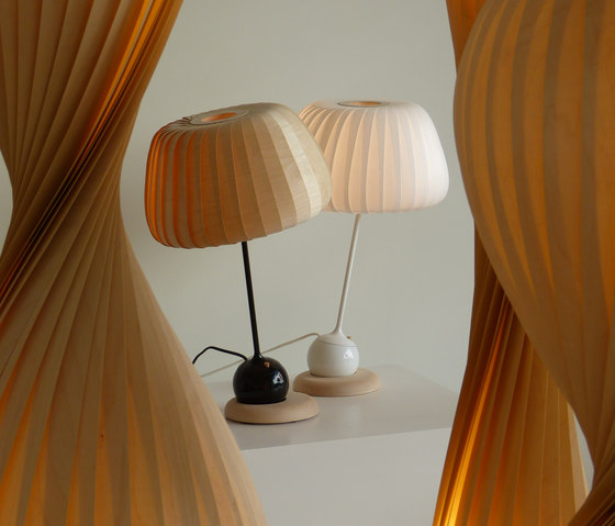 TR19 Table Lamp di Tom Rossau