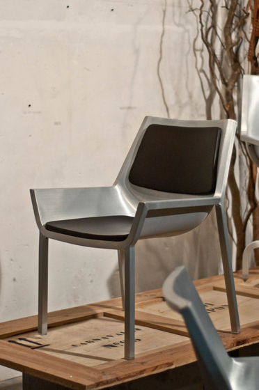 Sezz Lounge chair de emeco