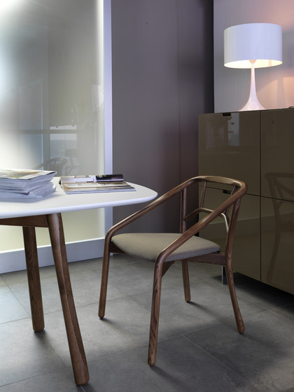 Marnie Table de ALMA Design