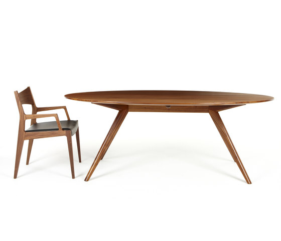Oskar Table di Dare Studio