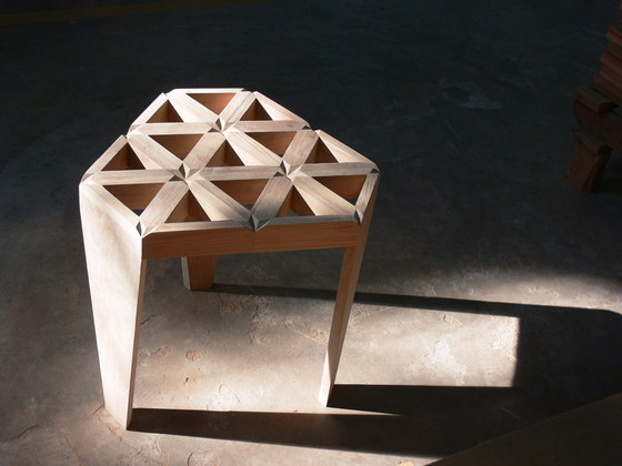 Star Stool di Deesawat