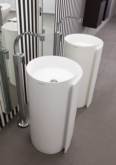 Monoroll free-standing by Ceramica Flaminia