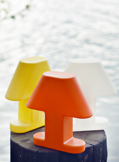 Flat Light Table lamp de Studio Eero Aarnio