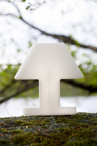 Flat Light Table lamp di Studio Eero Aarnio
