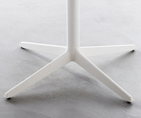 Mister-X table (medium) by Plank