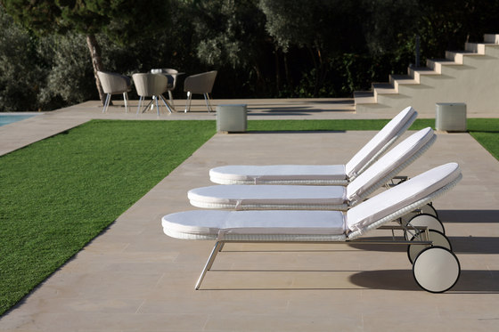 Shell Sofa by FueraDentro