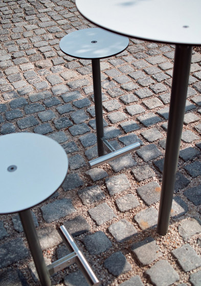 bistrot | Raised outdoor table by mmcité