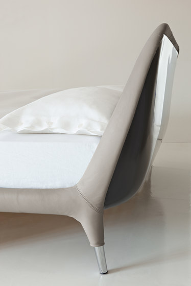 Guia Bed by Flou