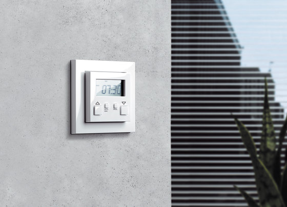 E2 | Control of blinds electronic by Gira