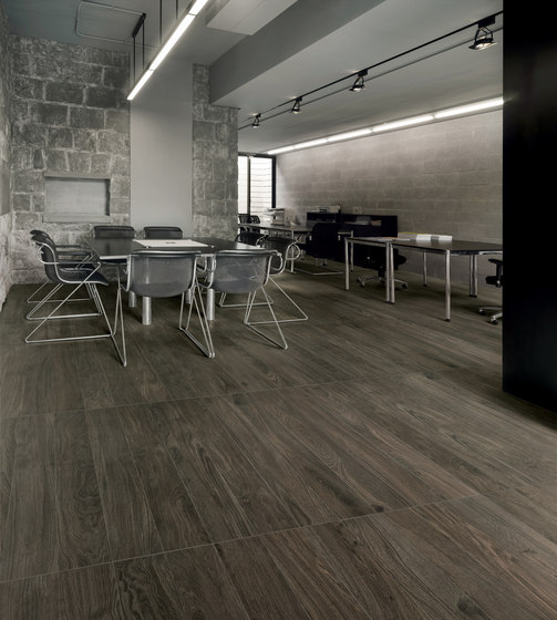 Bio Timber | Oak Patinato Scuro de Lea Ceramiche