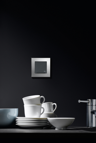Esprit Glass | Electronic blind controller by Gira