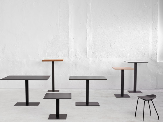 Cafe R Table by ONDARRETA