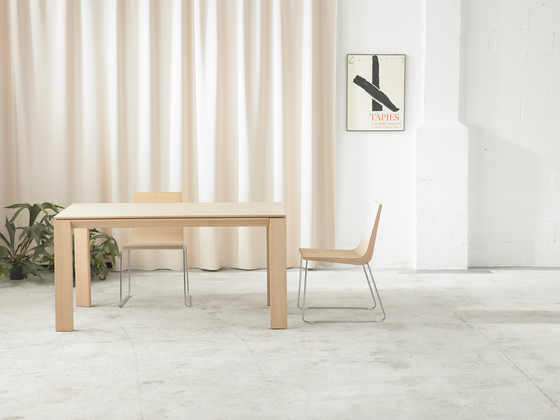Iru Table by ONDARRETA