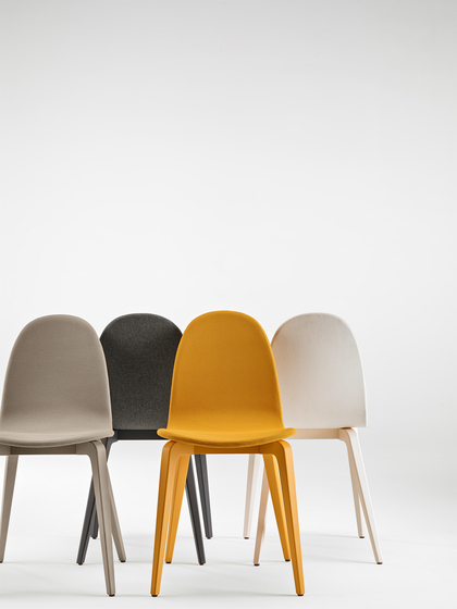 Bob XL Wood Chair with Armrests di ONDARRETA