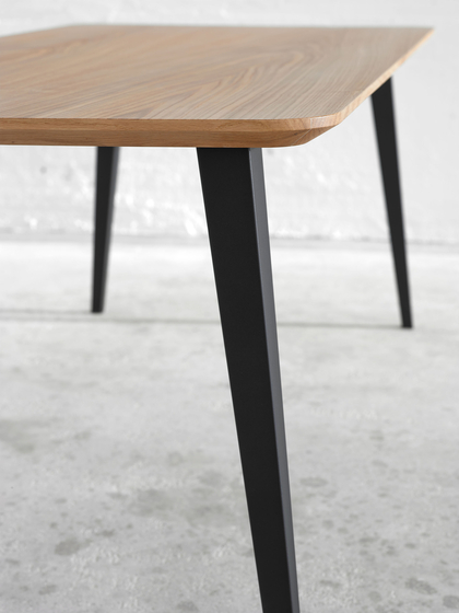 Bob Table Square by ONDARRETA