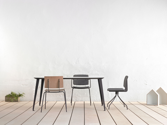 Don Chair with armrests di ONDARRETA