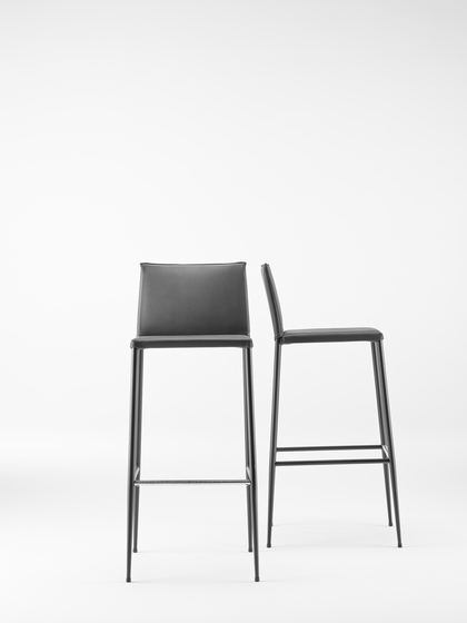 Moka Chair with armrests by ONDARRETA