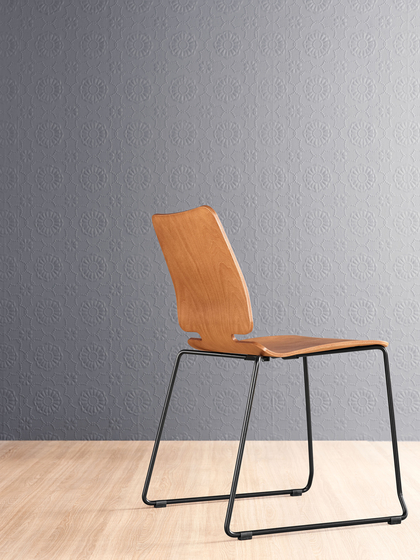 Noa Skid Chair with armrests by ONDARRETA
