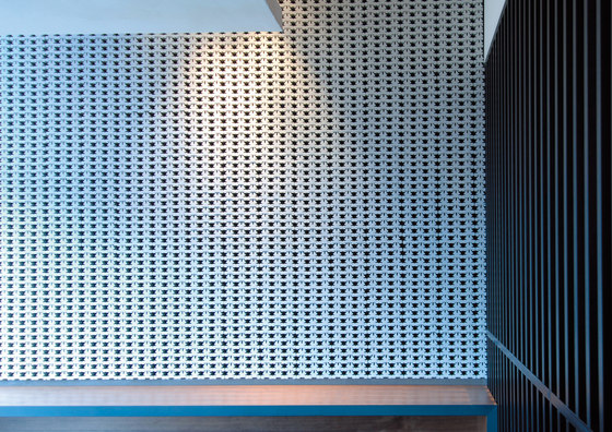 Porous model 1 wall in-situ by Kenzan