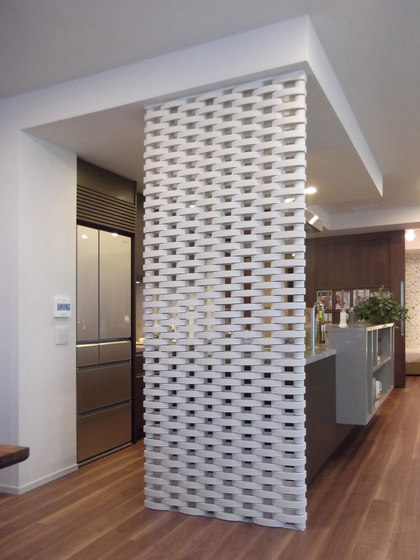Ceramic screen in-situ by Kenzan