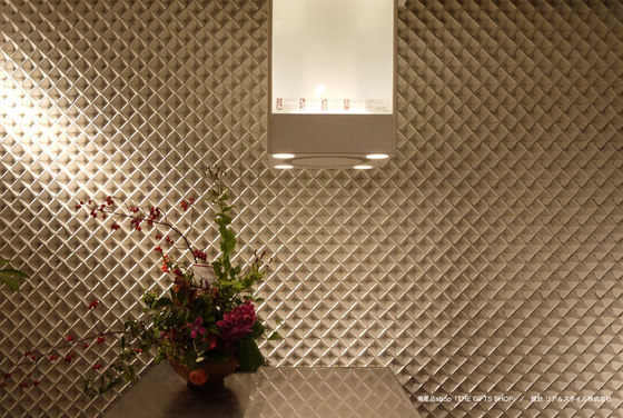 Deco wall leaf by Kenzan