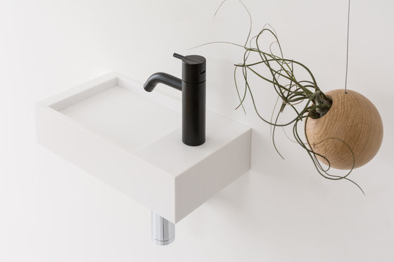 Kuub basin by Not Only White B.V.