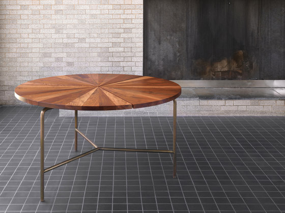 Circular Coffee Table di BassamFellows