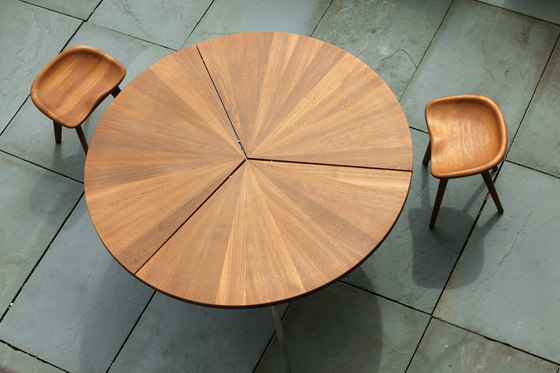 Circular Dining Table di BassamFellows
