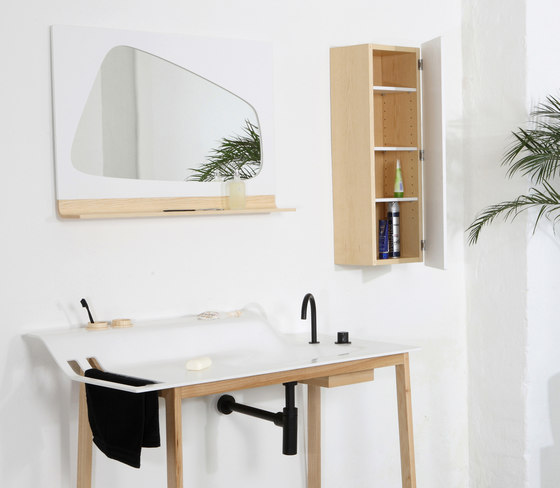 Private Space Valet Stand de ellenbergerdesign