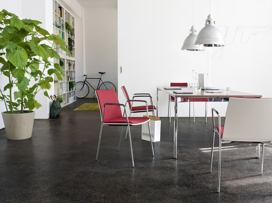 update_b Stacking chair de Wiesner-Hager