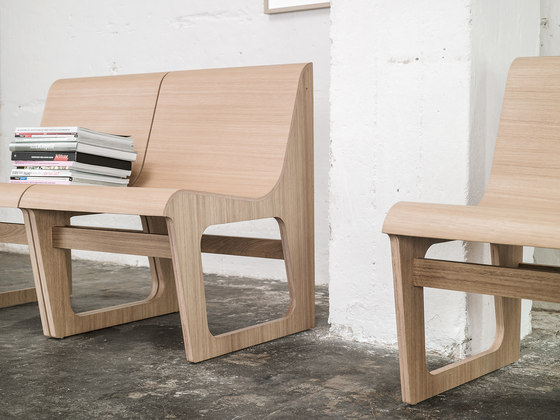 Symposio bench upholstered di TON