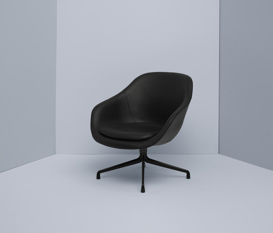 About A Lounge Chair AAL83 de Hay