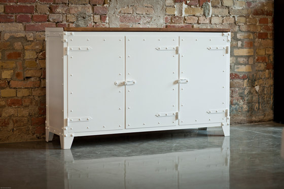 SIDEBOARD PX STEEL by Noodles Noodles & Noodles Corp.