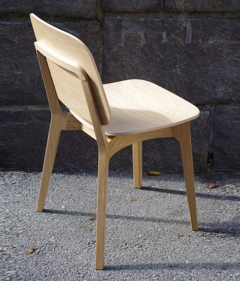 Röhsska chair von Swedese