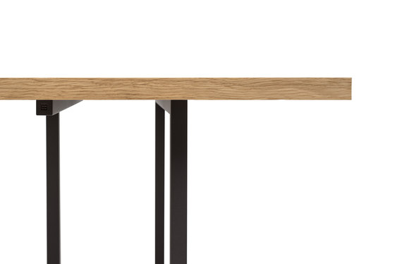 Pivot T3456 Dining table di Ghyczy
