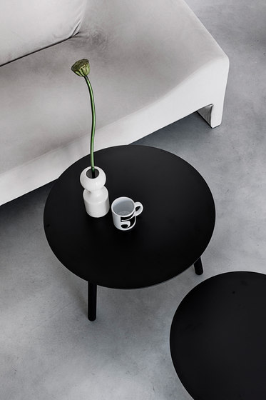 BCN table by Kristalia