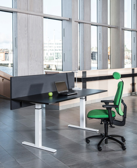 Classic Flex - electric sit & stand frame di Swedstyle