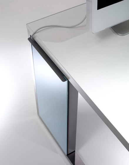 Aplomb desk by Faram 1957 S.p.A.