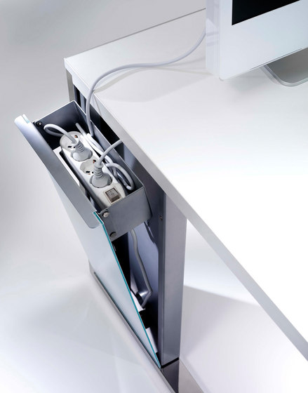 Aplomb desk by Faram