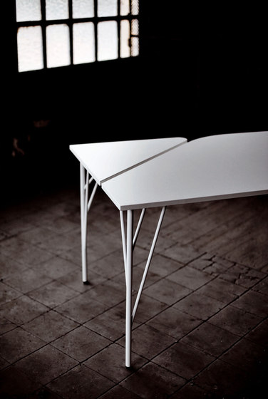 Feel desk by ARLEX design