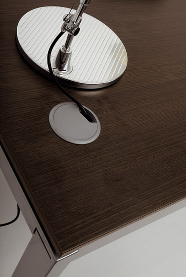 FD205 meeting table by Faram