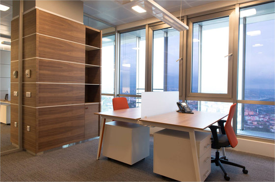 Pila Desk di Nurus