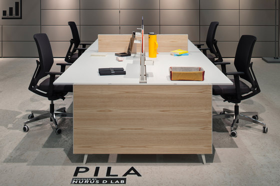 Pila Closed Desk de Nurus